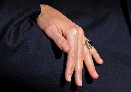 kate middleton engagement ring picture. Kate Middleton Engagement Ring